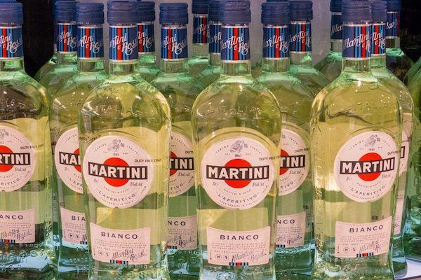 С чем пьют мартини: правильный выбор закуски